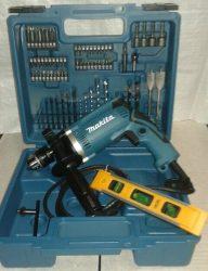 Makita HP1630X100 ütvefúró 74 db-os tartozék készlettel + AJÁNDÉK mágneses vízmérték (jubileumi  kiadás)
